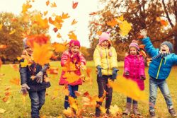 HD picture Happy children playing autumn leaves 03